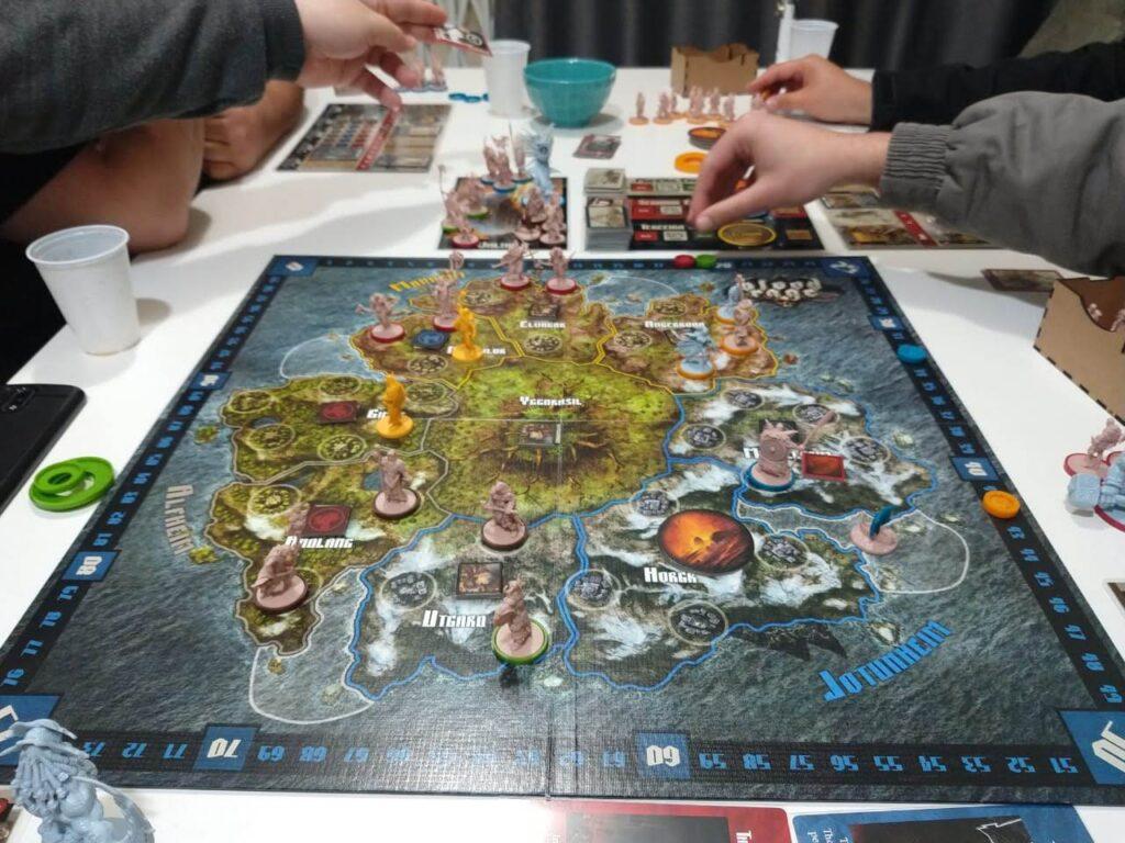 imagem de uma jogatina de Blood Rage